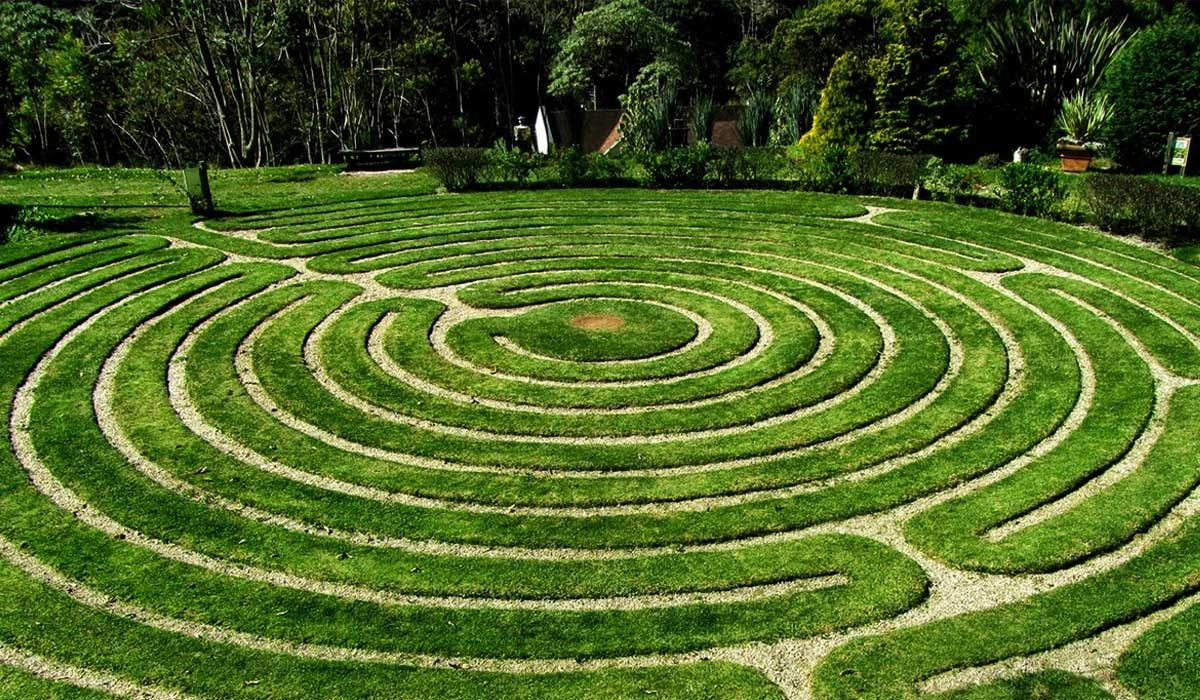 jardim-labirinto-de-grama-1200x700.jpg
