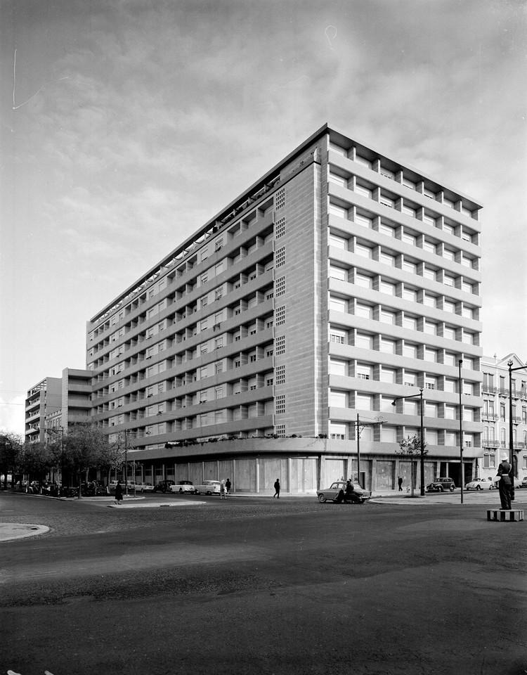 Av. da República, Lisboa (A. Serôdio, 1961)