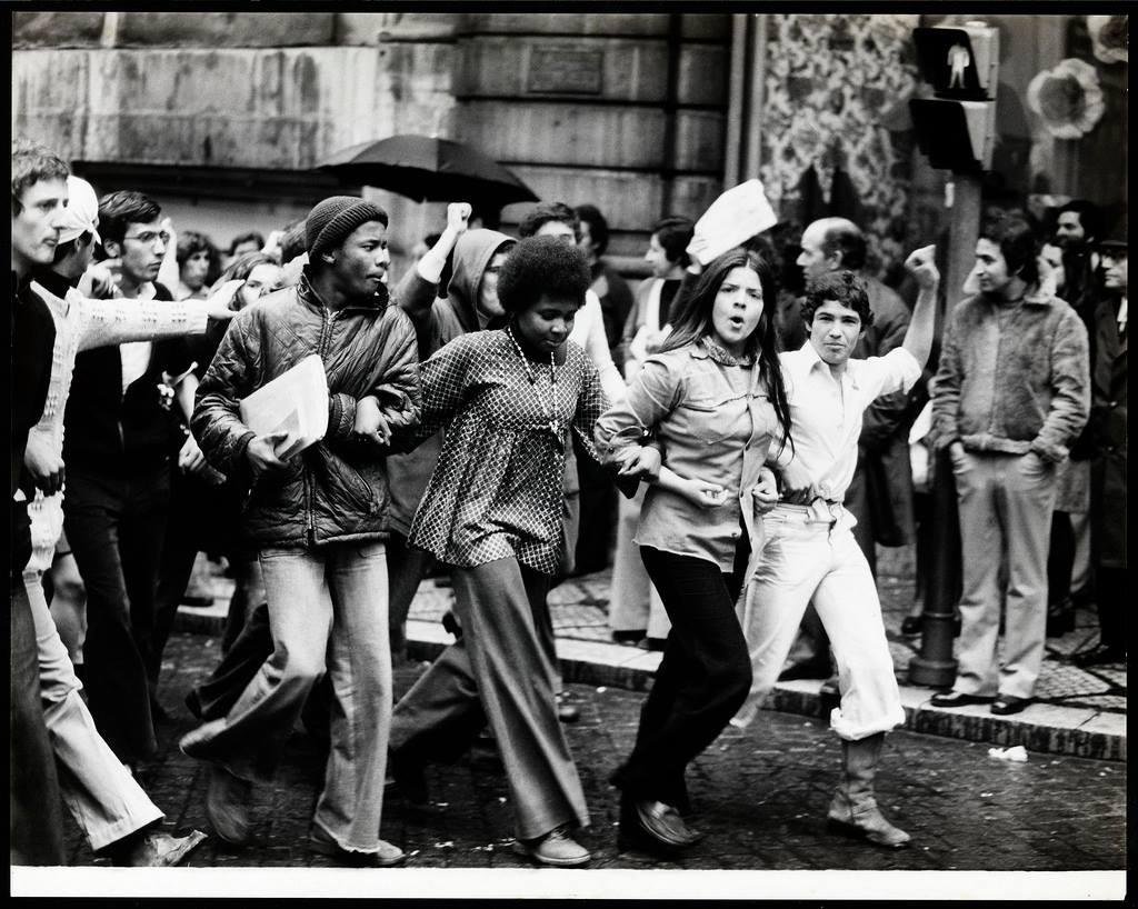 ©-Estúdio-Horácio-Novais-25-Abril-1974.jpg