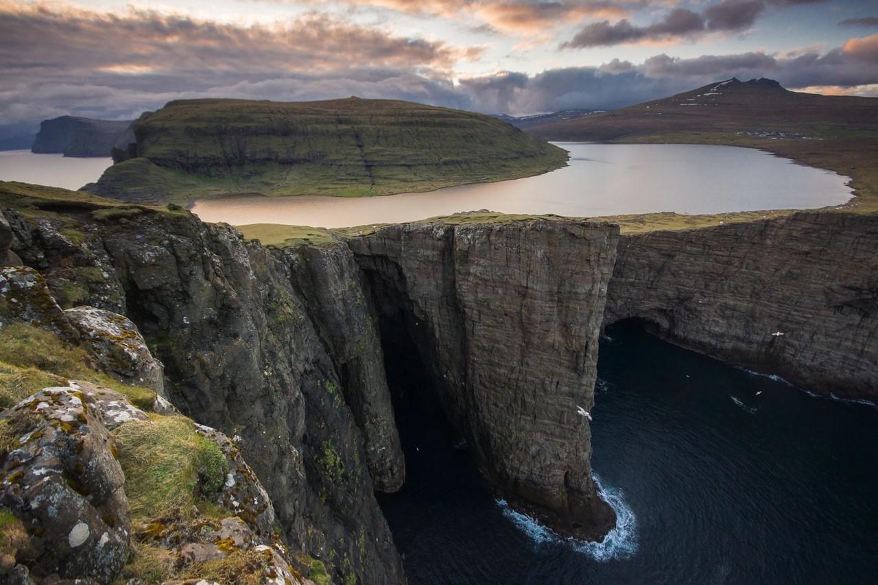 The-Faroe-Islands-Lake-in-Mountain-Sorvagsvatn-1.j