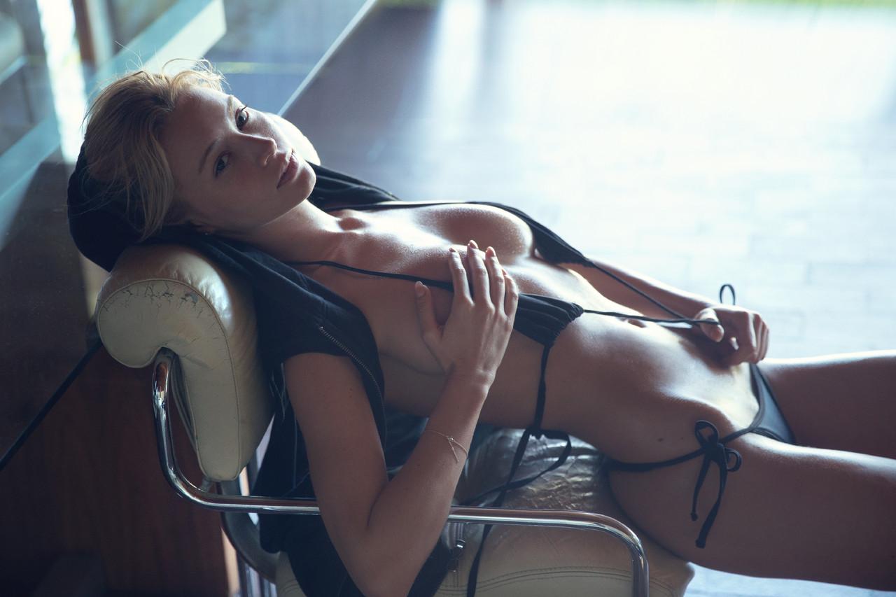bryana-holly-_treats_db-12.jpg