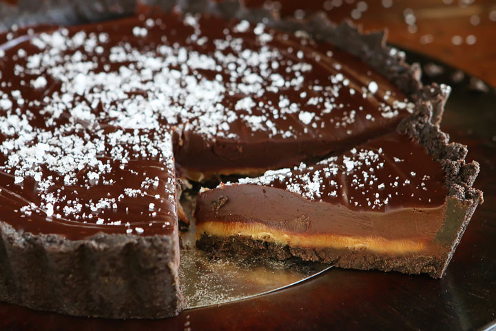 Dark-Chocolate-Salted-Caramel-Oreo-Pie-Recipe-01.j