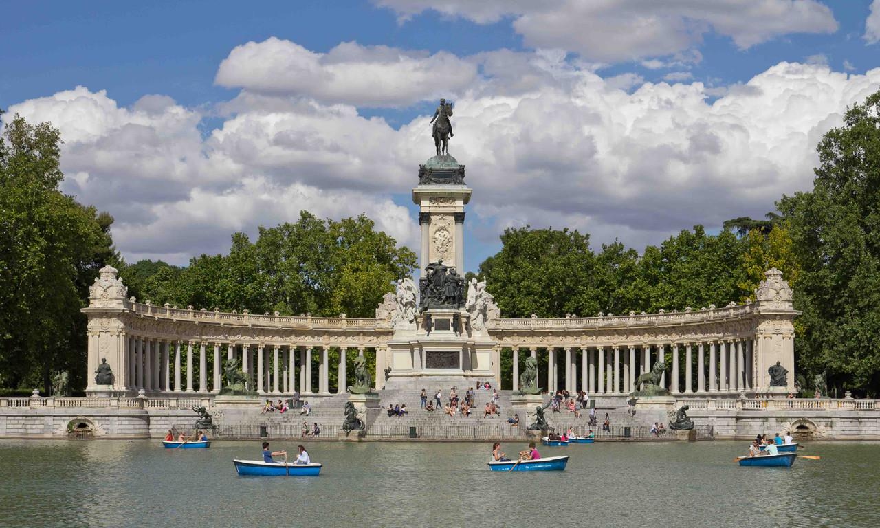 Monumento_a_Alfonso_XII_de_España_en_los_Jardine