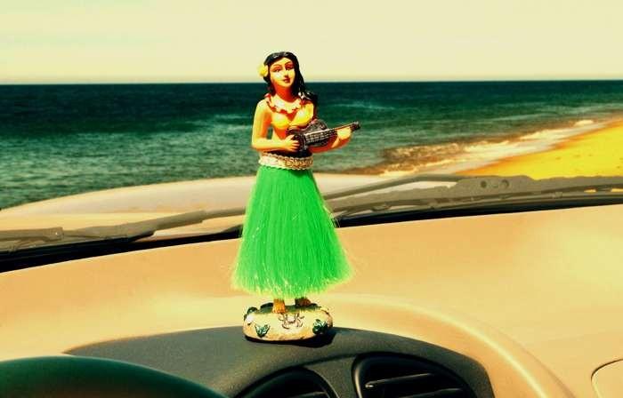 boneca_havaiana_carro.jpg