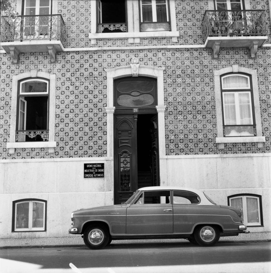 Grémio Nacional dos Industriais do Ensino de Condução Automóvel, Av. João Crisóstomo, 21 (A. J. Fernandes, 1961)