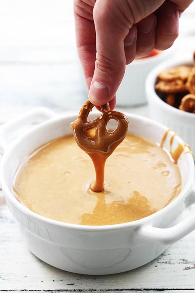 caramel-fondue-dip-6.jpg