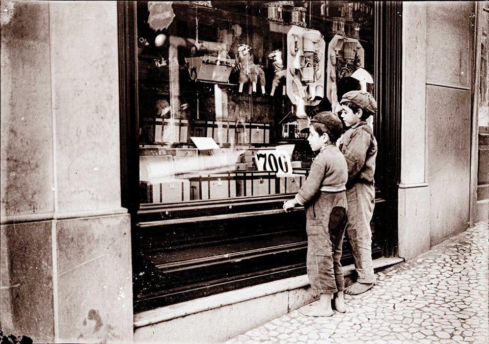 Algures numa rua de Lisboa em 1912, Joshua Benolie