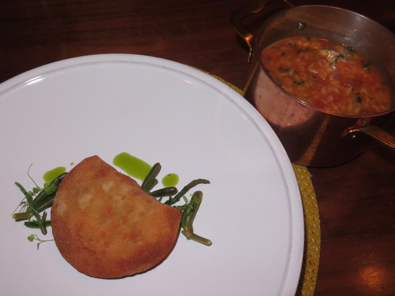 Rissóis de peixe com arroz de tomate