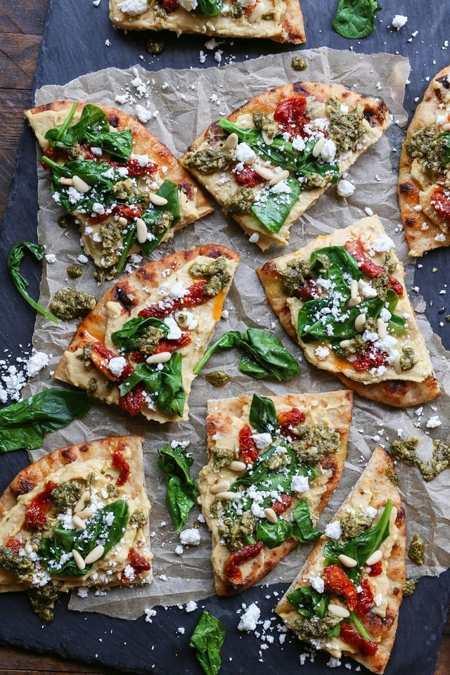 hummus_flatbread_sun_dried_tomato_spinach_pesto.jp