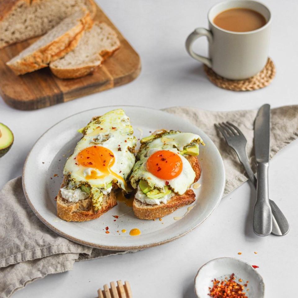pesto-eggs-tik-tok-1621241921.jpeg