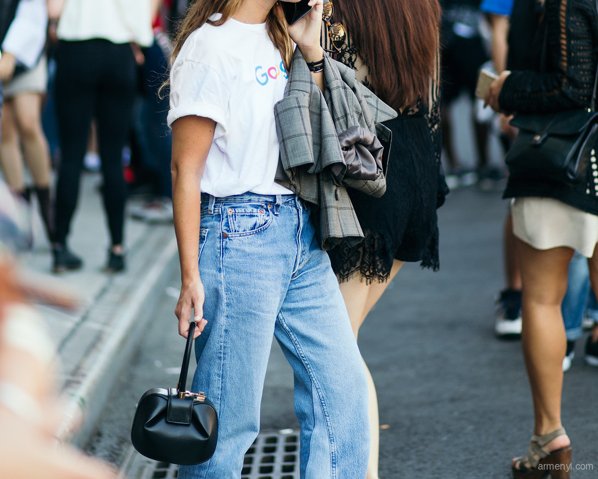 Miroslava-Duma-street-style-basic-graphic-tee-and-