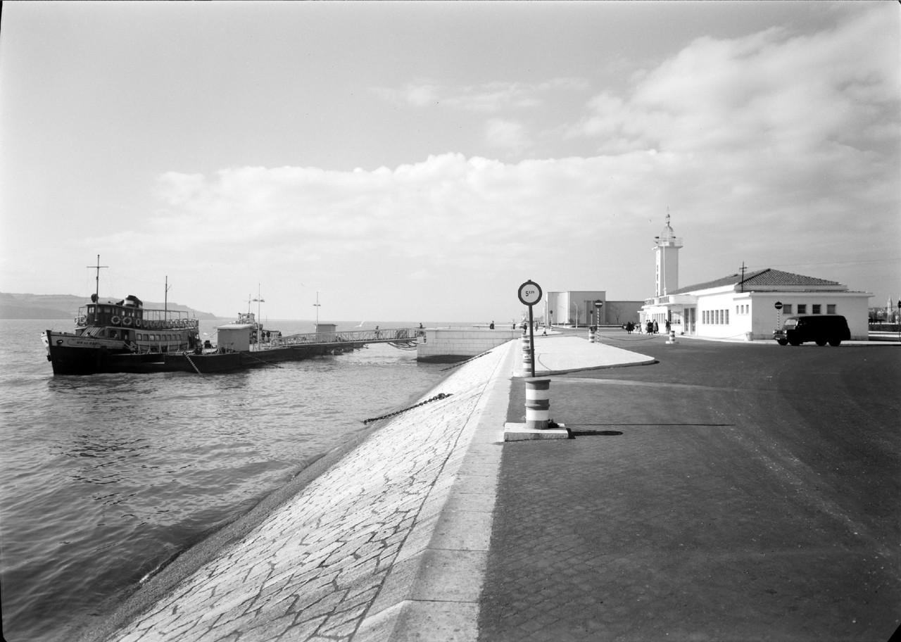 Cacilheiro Um de Abril, Estação fluvial de Belém, ante 1960.