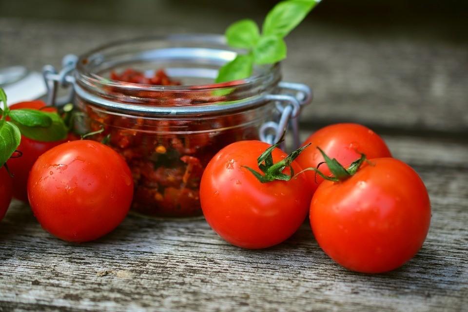 tomatoes-2500835_960_720.jpg