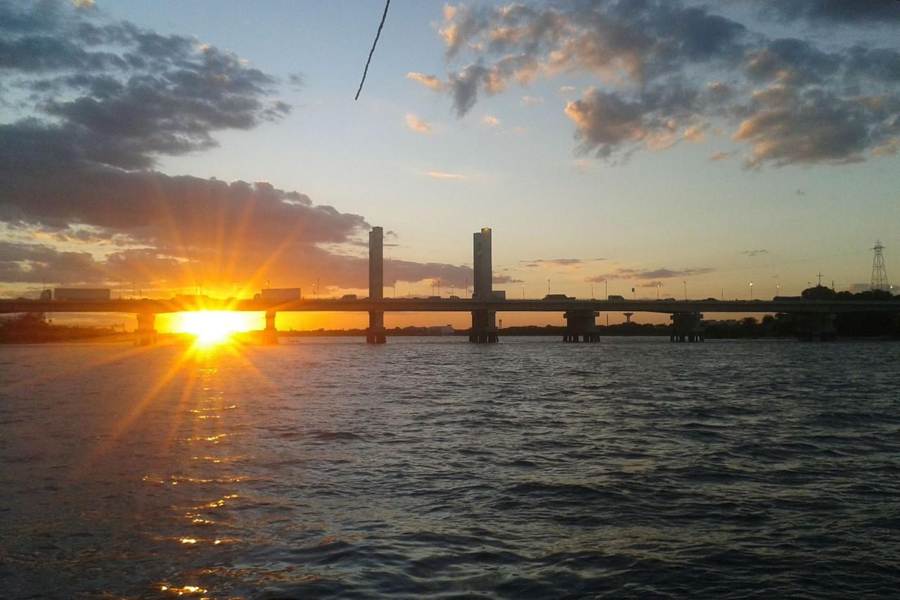 Pôr do sol na  travessia de barco de Juazeiro par