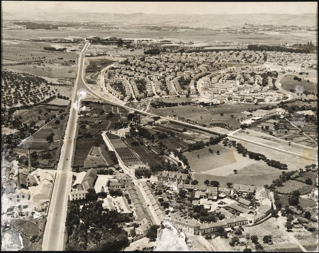 Vista aérea dos Olivais ao aeroporto, Lisboa, 195... C.M.L./D.E.P., in archivo photographico da C.M.L.
