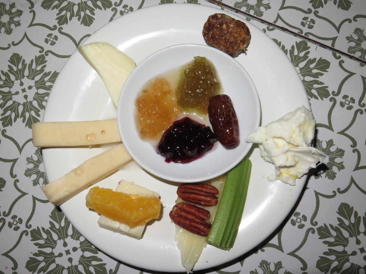 Formaggi e frutta