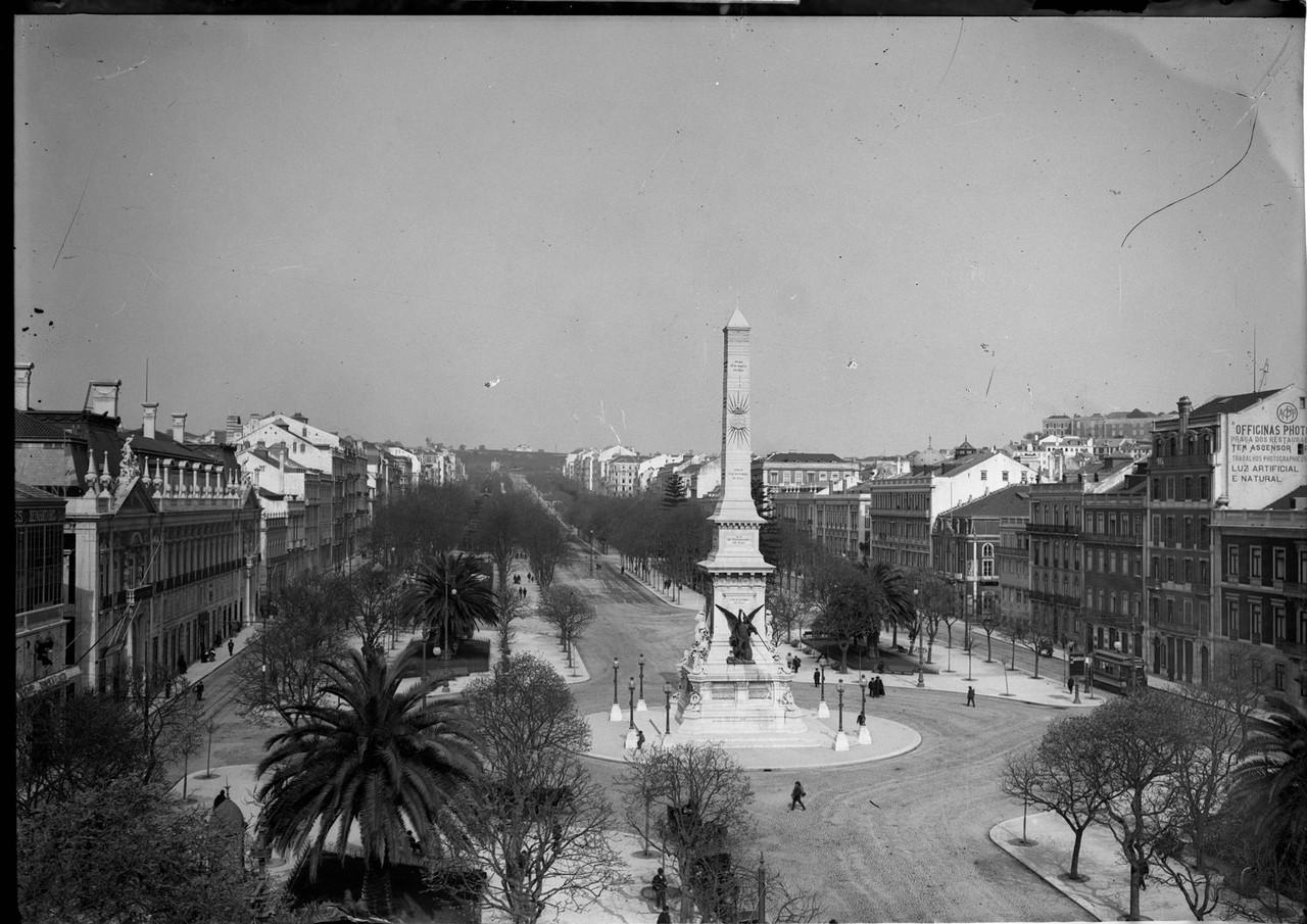 Monumento aos Restauradores e panorâmica da aveni