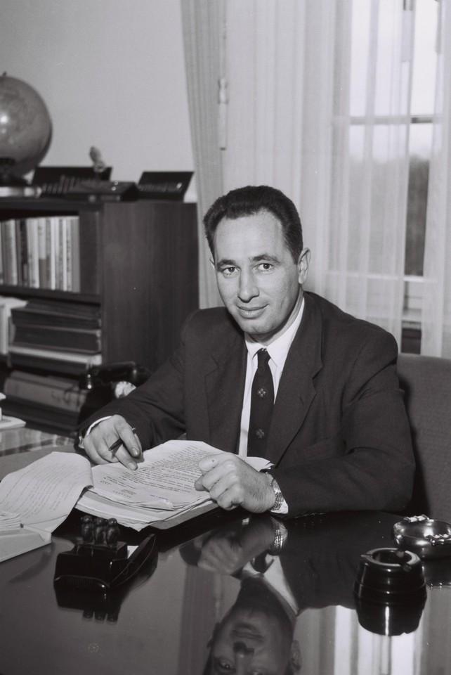 Shimon Peres-1963