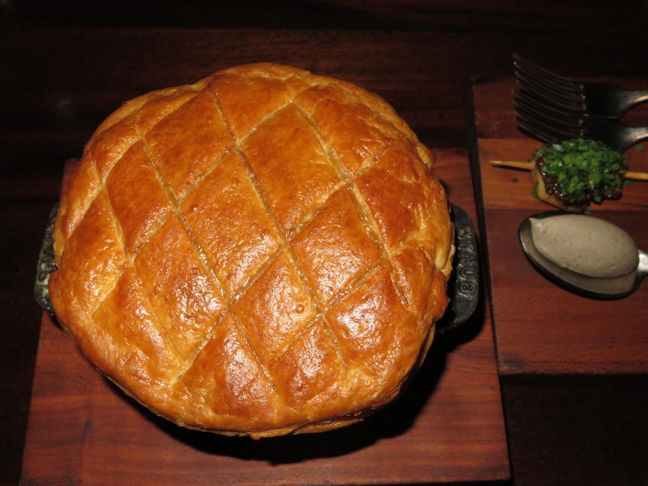 Chicken Pot Pie… ao lado, o foie gras e a trufa negra