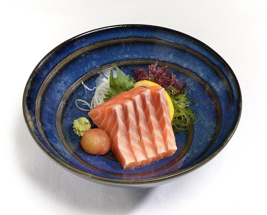 salmon-sashimi-2186542_960_720.jpg