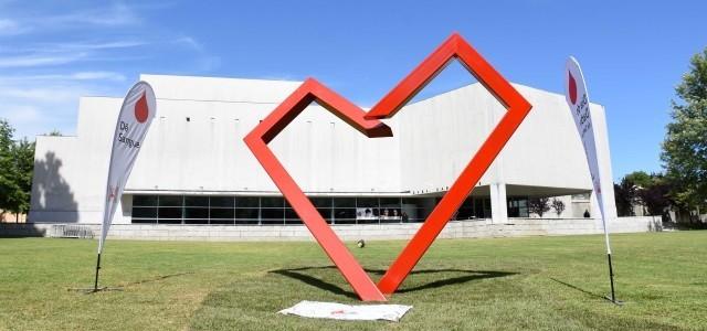 escultura coração dadores sangue.jpg