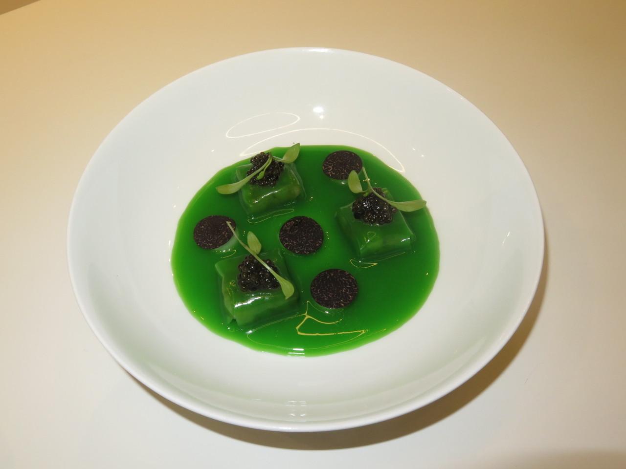 Feijão-verde, batatas-trufadas, caviar, trufa negra