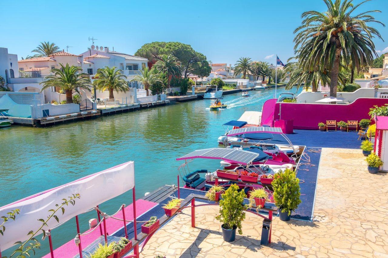 Empuriabrava-Spain-canal.jpg