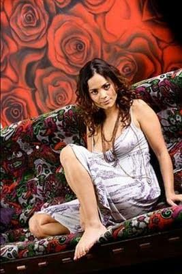 Alice Braga 6.jpg