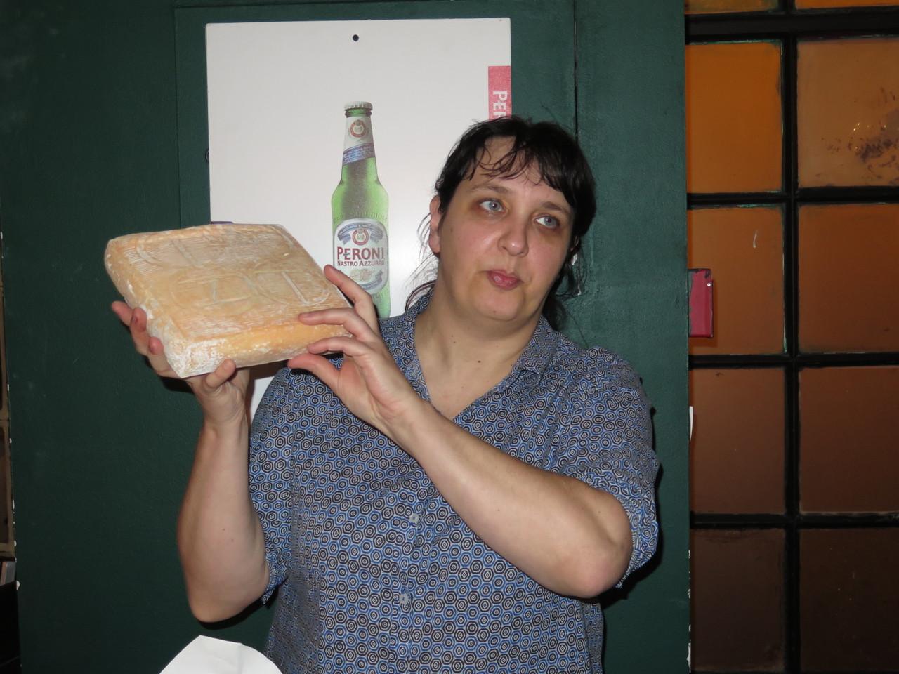 Chiara Ferro e o queijo Taleggio