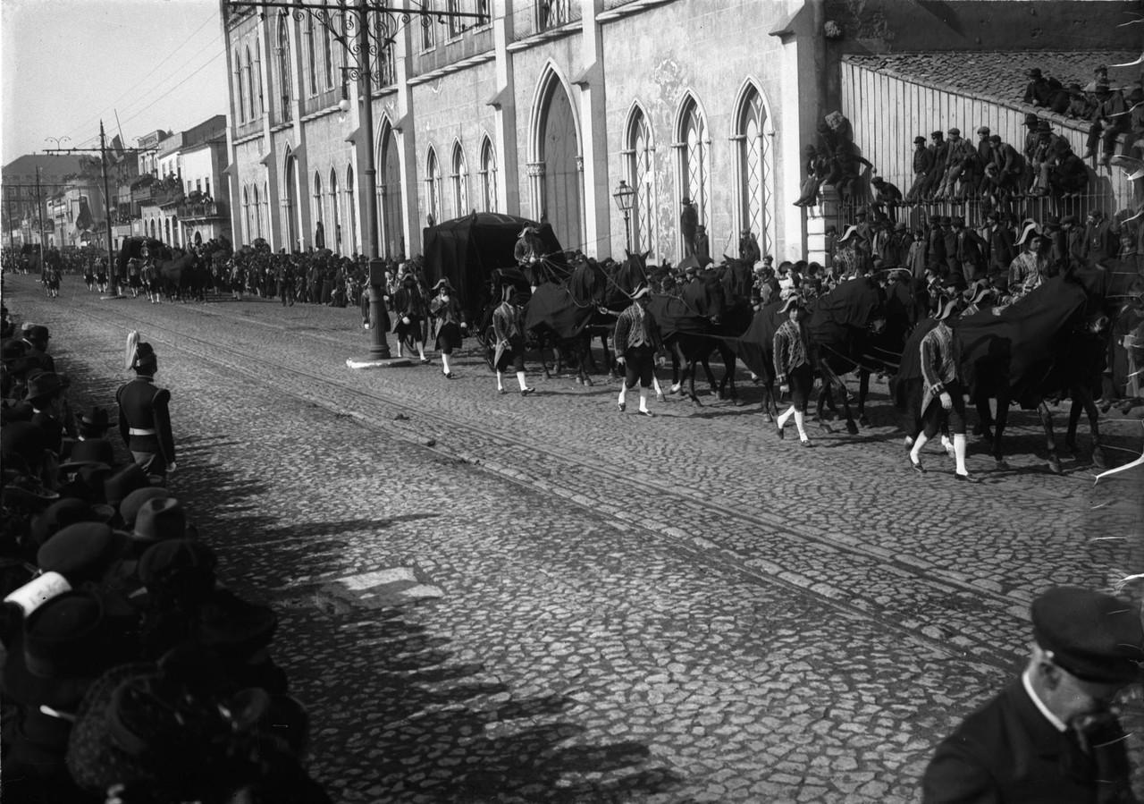 Cortejo fúnebre, Rua 24 de Julho (J.Benoliel, 1908)