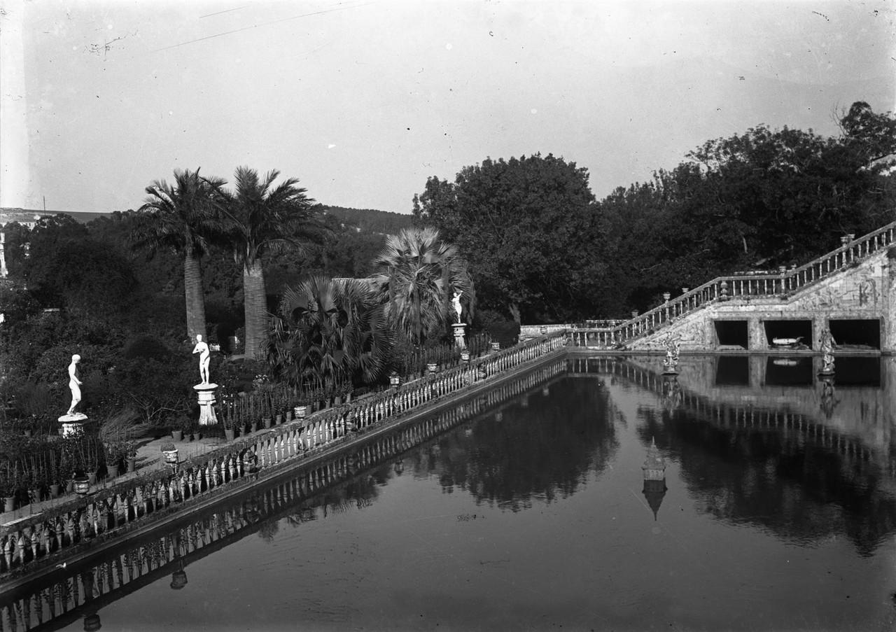 Palácio Marquês de Fronteira, lago grande.jpg