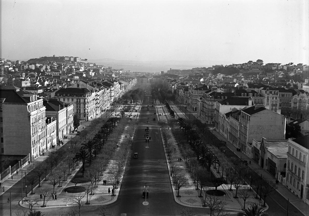 Avenida, Lisboa (F. da Cunha, 193...)