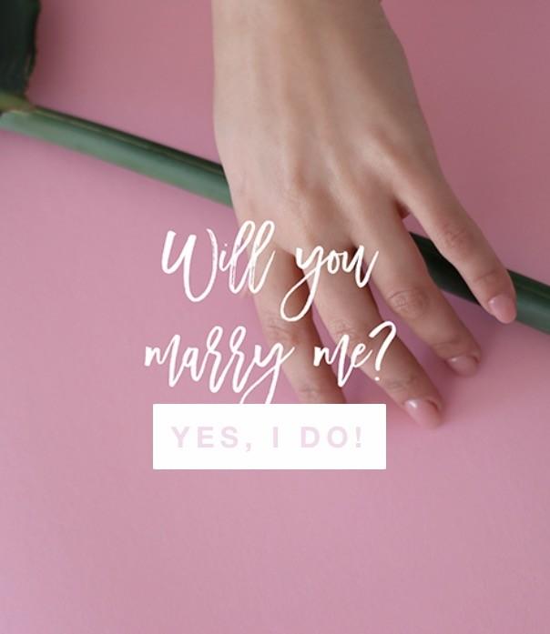 4099e6af8c3 Nós estamos completamente apaixonadas por estes anéis de noivado tão  simples e ao mesmo tempo tão elegantes! (à Ju até lhe apetece casar outra  vez só para ...
