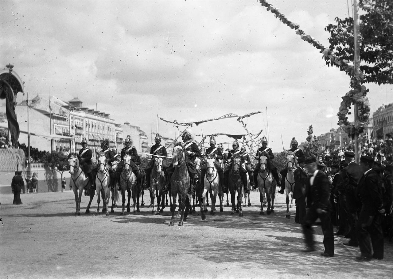 O cortejo na Avenida, 1898, foto de L6.jpg