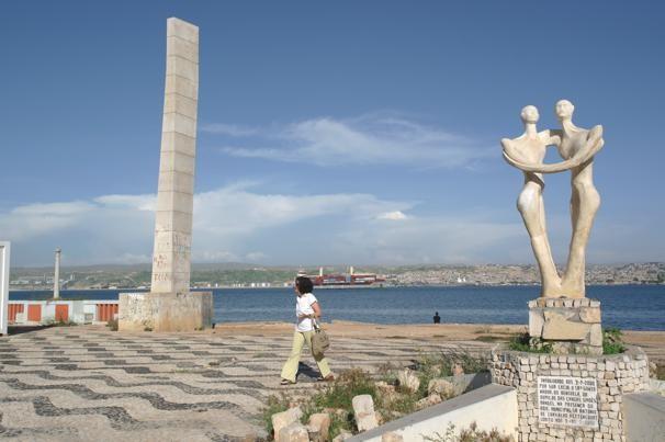 Portas da cidade e escultura Lobito 2011 04