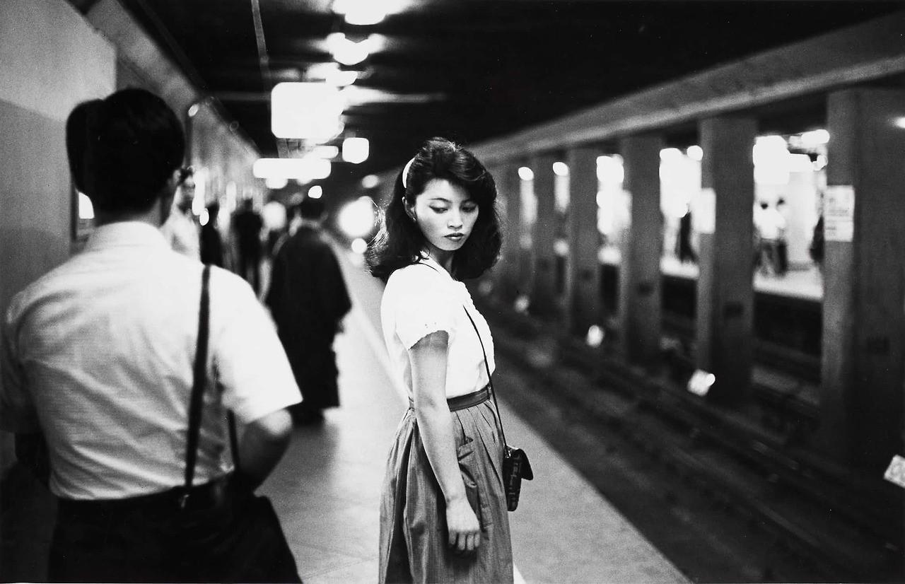 Relentless curiosity_Girl in Metro. Tokyo_Ed van d