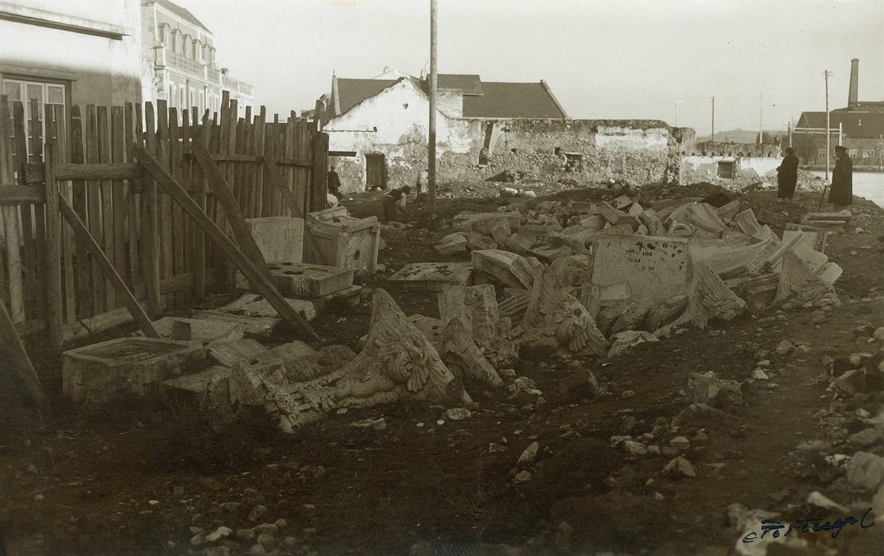 Pedras pertencentes ao Chafariz de Belém, 1945, f