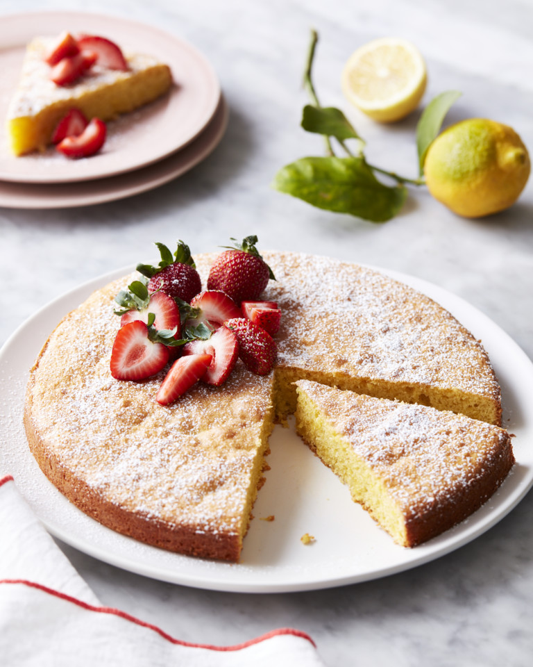 2020_everydayfood_flourless_lemonalmond_cake1_144.