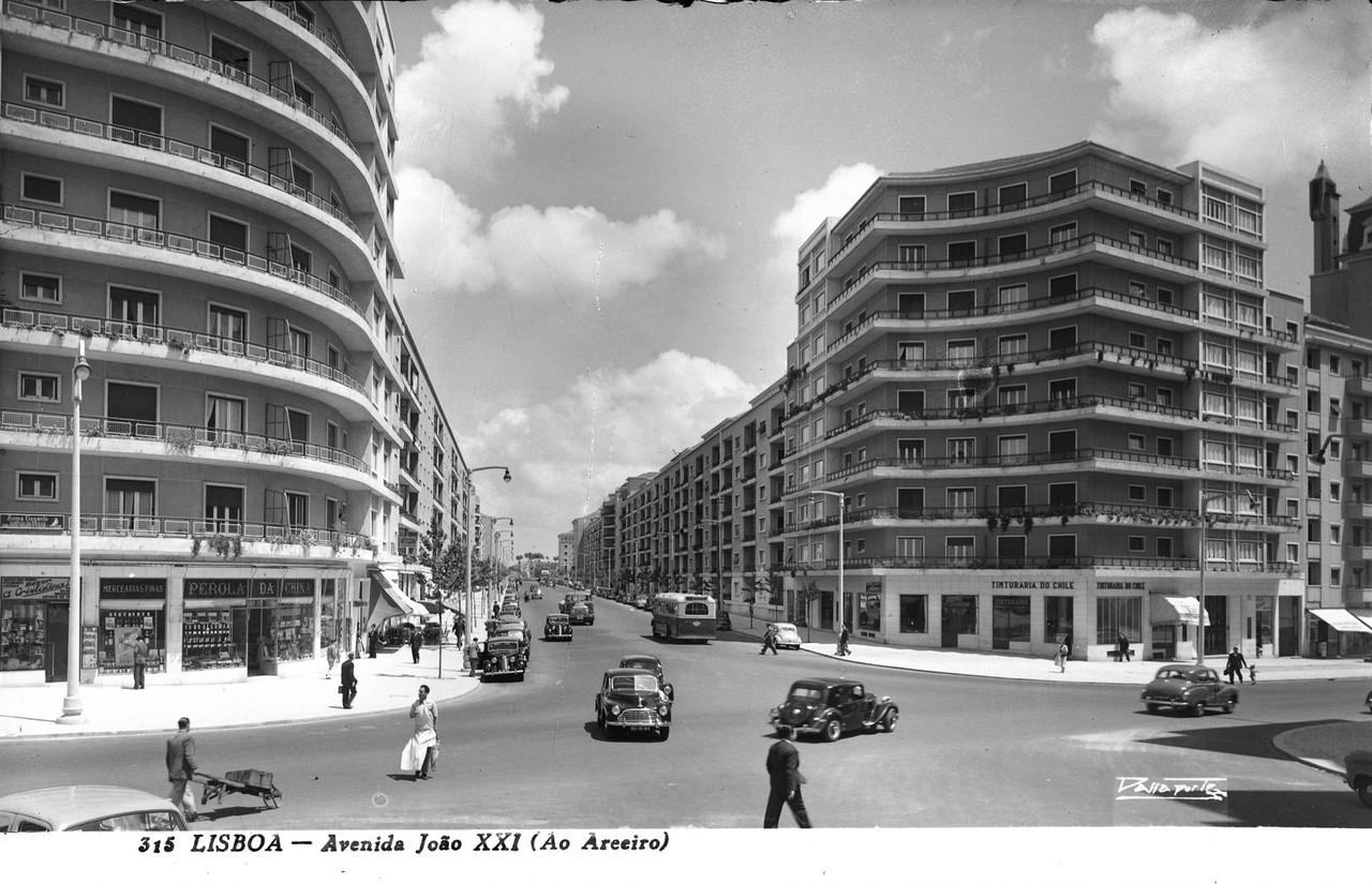 Av. João XXI, Lisboa (A. Passaposte, c 1953)