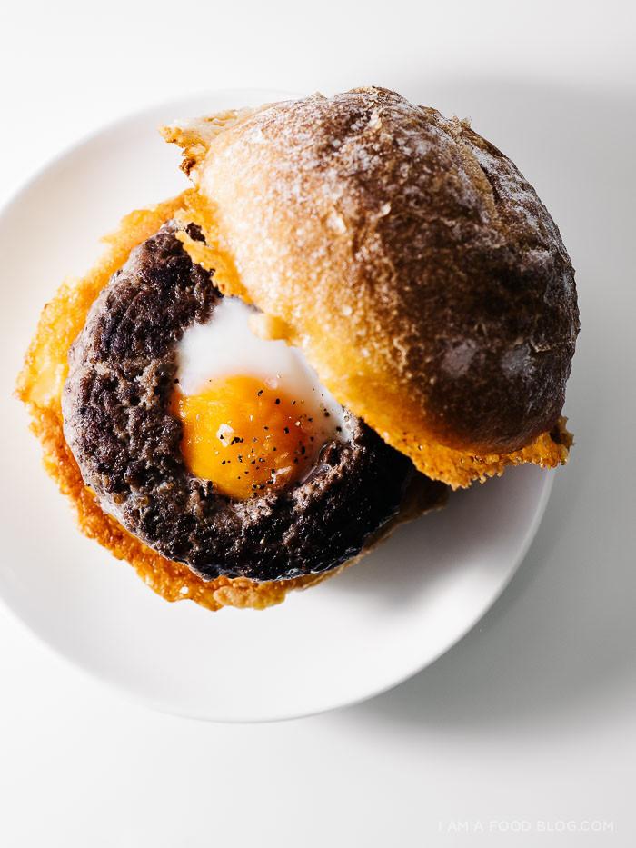 egg-in-a-hole-burger-recipe-5.jpg