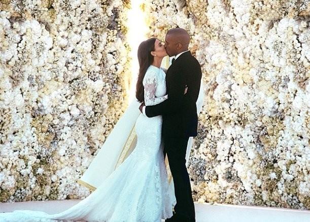 Kim-Kardashian-Wedding-Dress (1).png