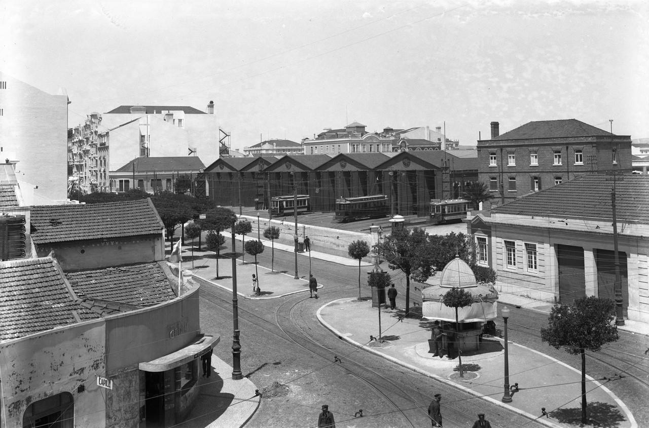 Avenida Duque de Ávila com a estação da Carris