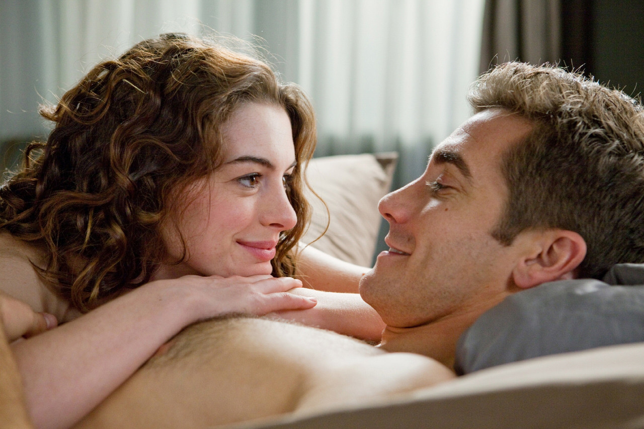 anne hathaway jake gyllenhaal love and other drugs