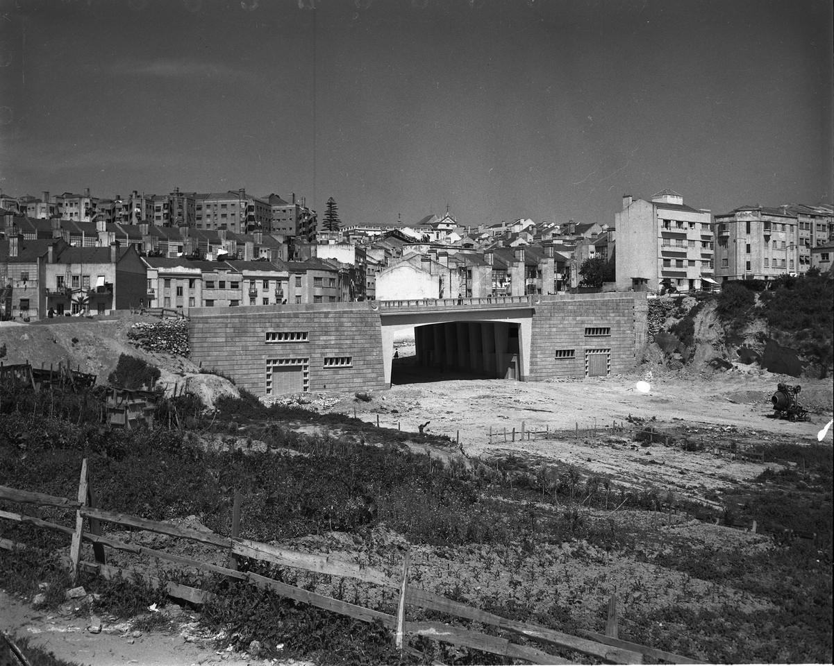 Viaduto da avenida General Roçadas, 1958, foto de