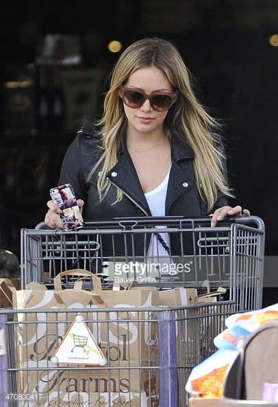 hilary duff shopping bristol farms trolley.jpg