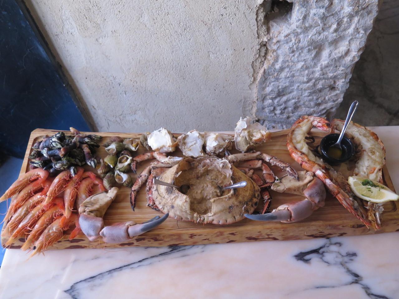 Camarão de Moçambique, Percebes das Berlengas, Búzio Nacional, Sapateira Macho, Camarão Tigre grelhado com molho de manteiga e alho