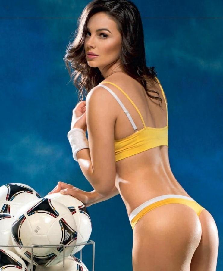 Для трансов жены футболистов ню фото обкончена рачком