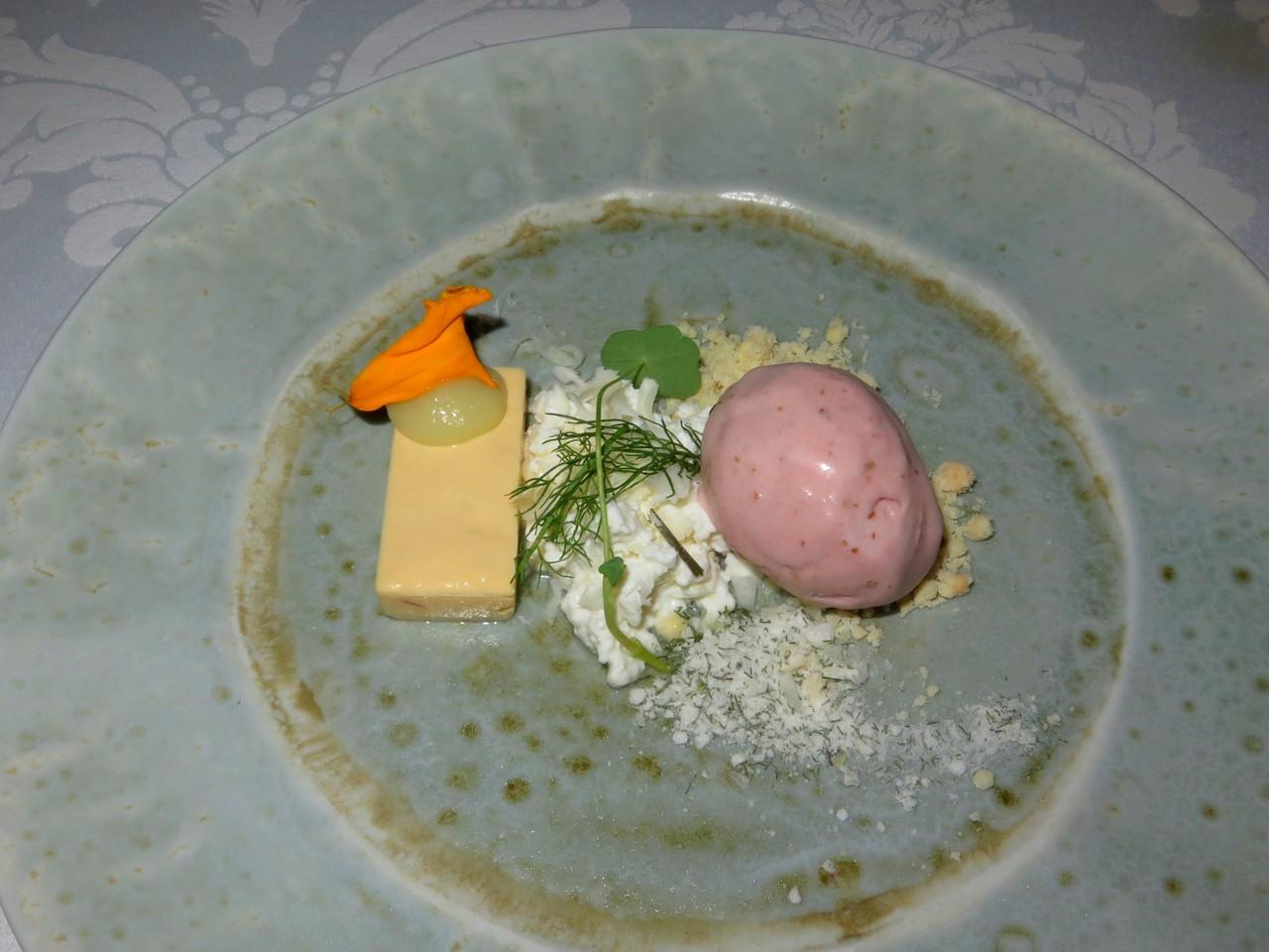 Pinheiro, maçã reineta, queijo de cabra e funcho [Bruno Rocha]