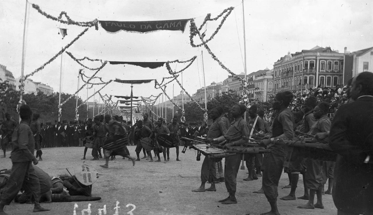 O cortejo na Avenida, 1898, foto de L9.jpg