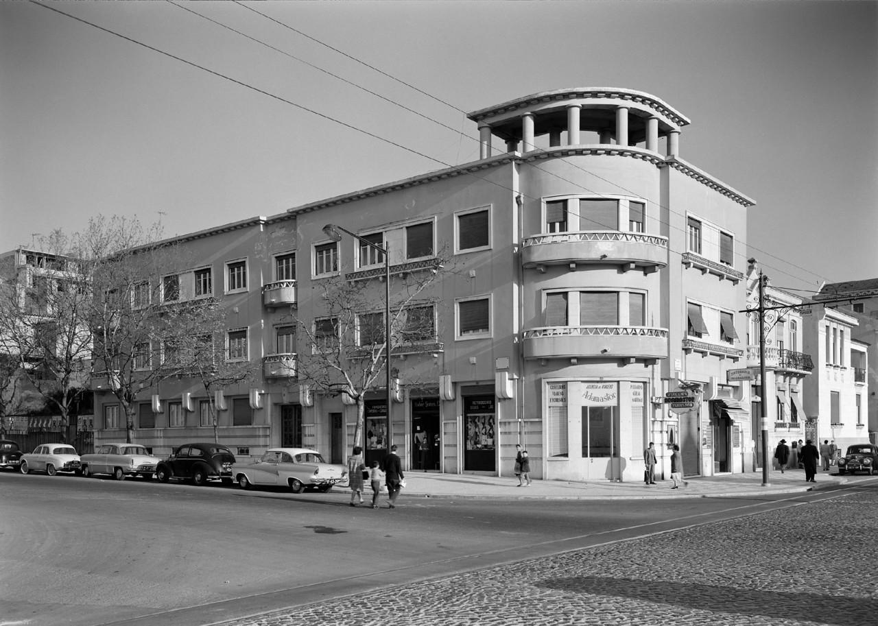 Av. da República à esquina do Campo Pequeno, Lisboa (H. Novaes, 195...)